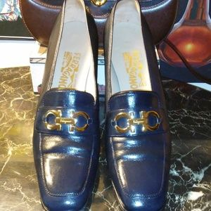 SALVATORE FERRAGAMO navy leather loafer